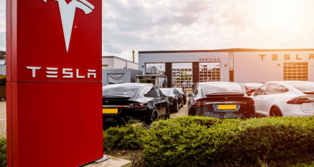 Tesla принимает к оплате Биткоин. Cardano запустит смарт-контракты в августе. Паспорт COVID на блокчейне уже доступен.